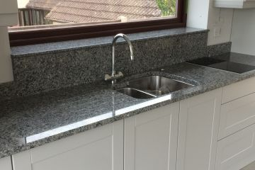 azul-platino-granite-kitchen