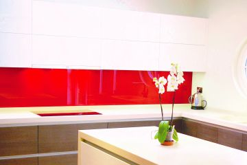 Strawberry Red Glass Splashbck